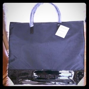 Burberry Large Tote Bag 🌟